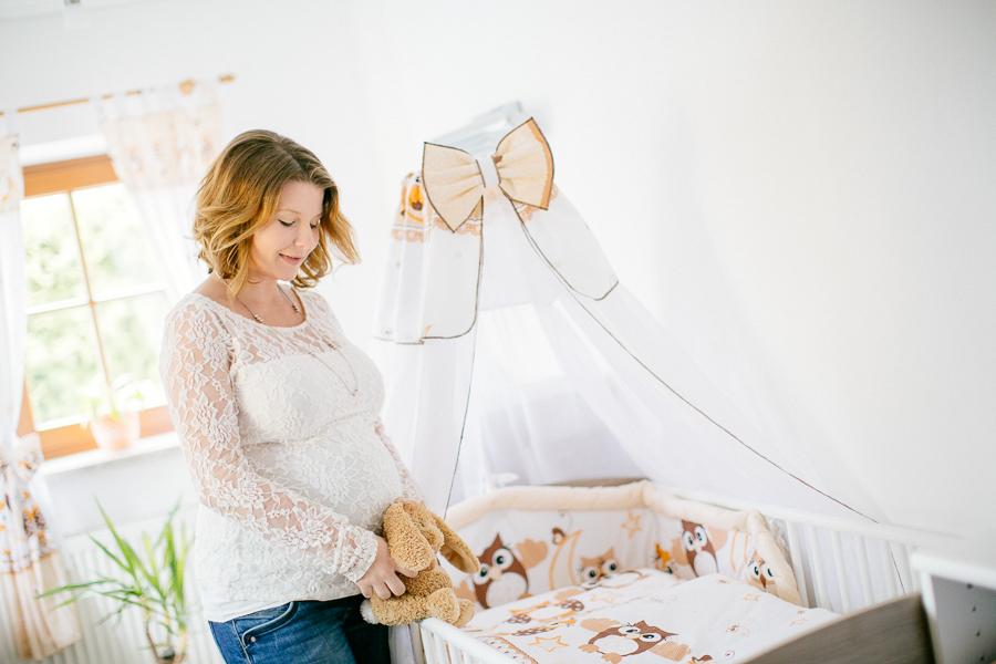 Babybauchfotos Babybauch Shooting im Frühling mit Simone Bauer Photography