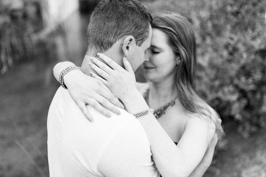 Paarshooting-Lifestyle–romantisches-Fotoshooting-im-Steinbruch