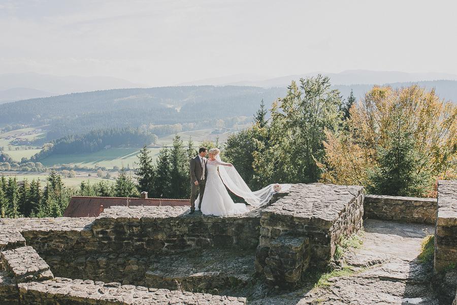 Verena-liebt-Franz-kirche-Hochzeit-Viechtach-Hochzeitsfotografie-Simone-Bauer