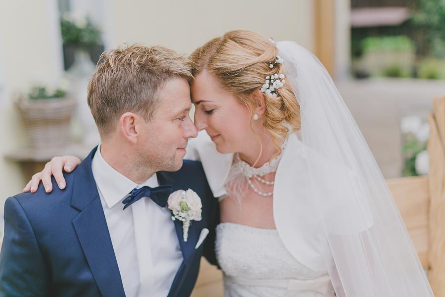 Romantische-Vintage-Hochzeit-Porträts-am-Hochzeitstag-Simone-Bauer-Photography