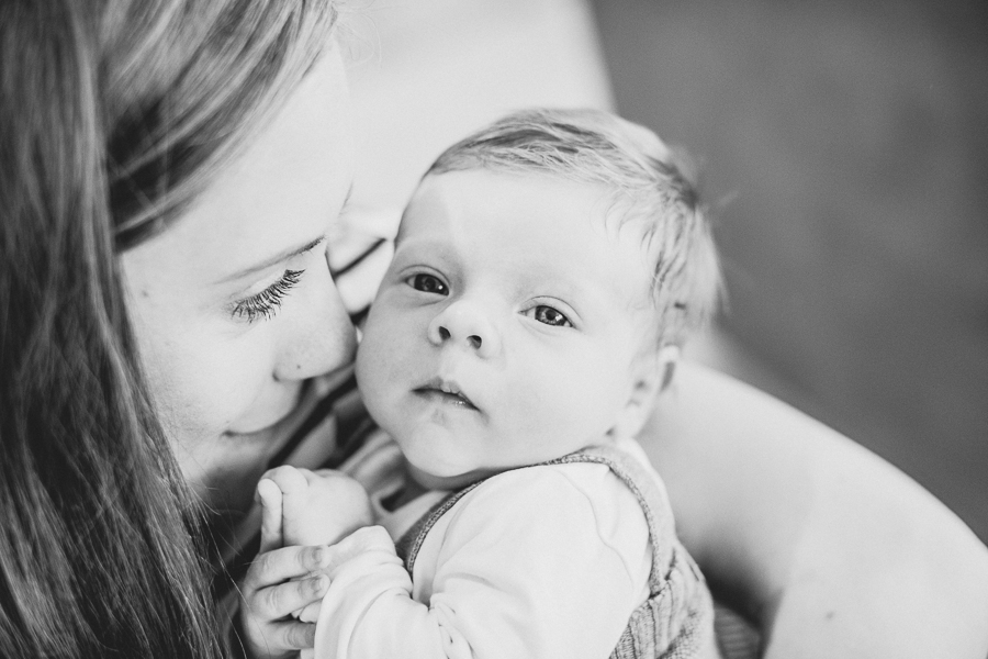 Fotografin-Simone-Bauer-Homestory-Neugeborenen-Fotos-daheim-in Österreich